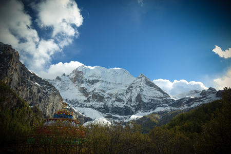ding: China Shangri-La snow, four Chuanya Ding, Xian Nairi snow-capped mountains, snow-capped mountains with a god-like magic Stock Photo