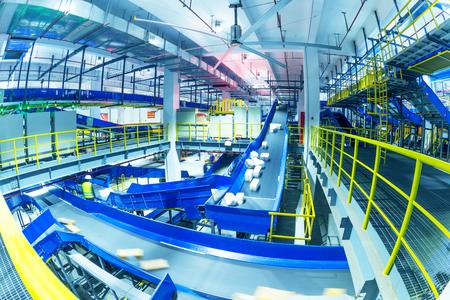 Grootschalig logistiek sorteercentrum interieur Redactioneel