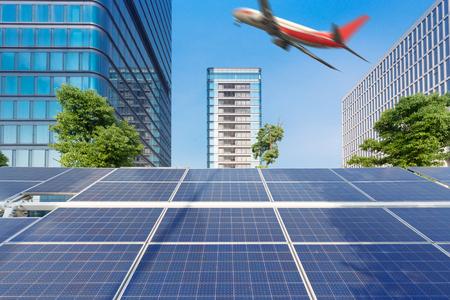 Architettura urbana ed energia solare, la combinazione di aeromobili Archivio Fotografico - 103596583