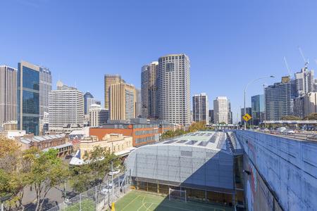 Soleggiato paesaggio urbano nel centro di Sydney, Australia. Archivio Fotografico - 104495617