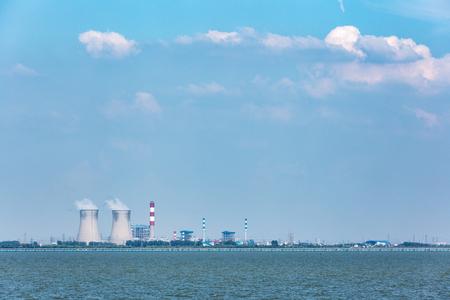 La cinese Wuxi, la centrale termica del lago sta funzionando Archivio Fotografico - 104653138