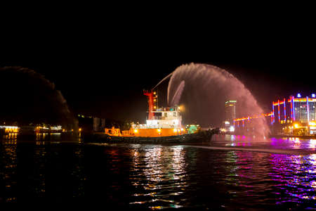 Taiwan's Keelung Port, on New Year's or festivals, the towing boat will whistle and spray water jets to celebrate the festival