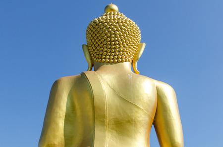 Back side of golden buddha with deep blue sky background Standard-Bild