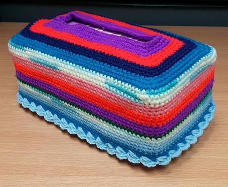 다채로운 조직 상자 크로 셰 뜨개질 손수레.