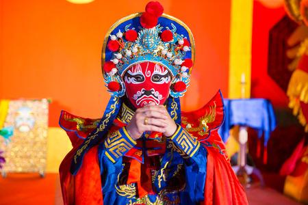 Cina opera uomo con la faccia rossa Archivio Fotografico - 34855633