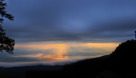 phukradueng: Sunrise on Pha Lom Sak Cliff Phukradueng Nationalpark Stock Photo