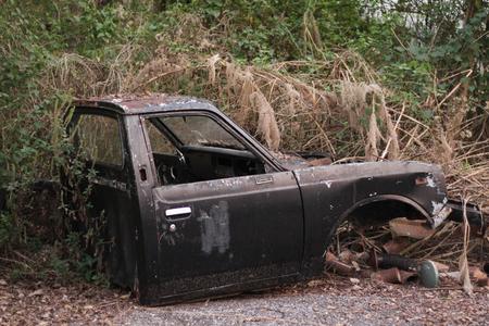 abandoned car: abandoned old car