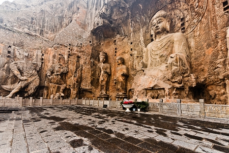 Maximal buddha statue in Longmen Grottoes  The Longmen Grottoes with Buddha
