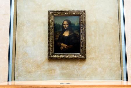 mona lisa: Mona Lisa by the Italian artist Leonardo da Vinci at the Louvre Museum, April 15, 2015 in Paris, France.