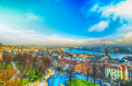 橋と城塞からブダペスト パノラマ ビュー 写真素材