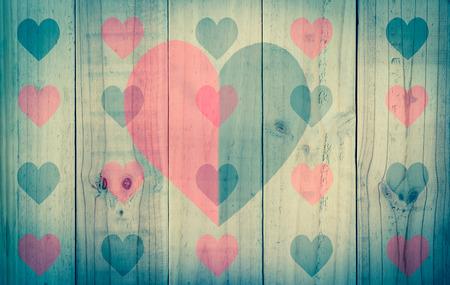 rouge et noir: la texture du bois avec le coeur noir rouge, filtre � effet vintage Banque d'images