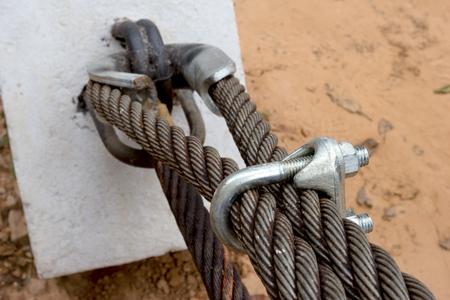 closeup locked cable pole Banque d'images