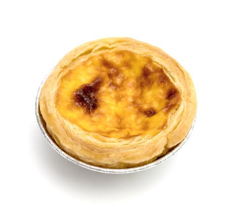 egg tart in aluminum foil cup isolated on white background Banco de Imagens