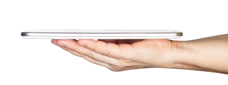 mano dell'uomo d'affari che tiene il computer tablet bianco isolato su sfondo bianco