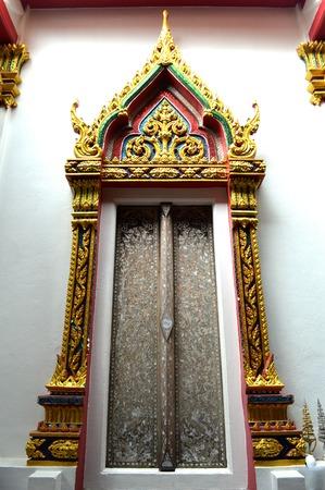 nakhon pathom: Thai buddhism temple door, Nakhon Pathom