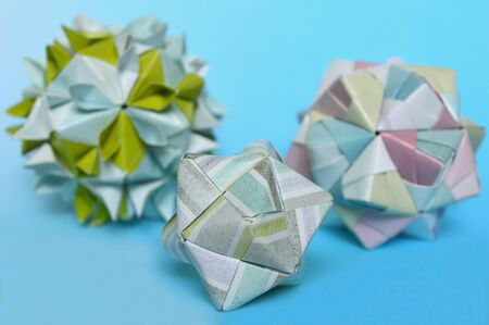 Modular origami cherry blossom and sonobe ball on blue background 版權商用圖片