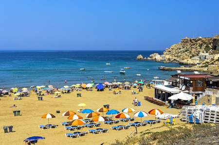 Malta, Golden Bay and sandy beach in the north-western part of the mainland. 免版税图像