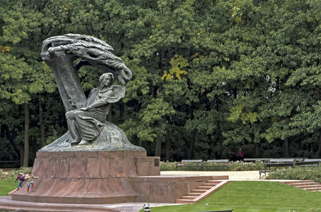frederic chopin monument: Poland, Warsaw - monument to Frederic Chopin, the most famous Polish composer and pianist.