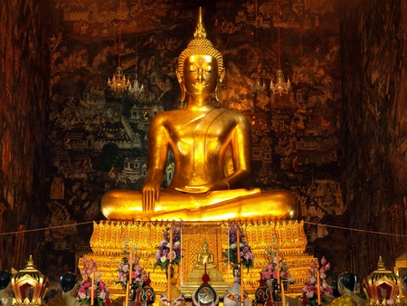 buddha image: golden buddha statue,Thailand