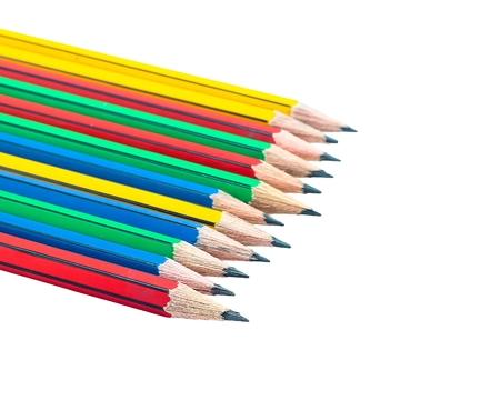 grafit: Grafitowe drewniane ołówki do szkicowania strzał zbliżenie na białym tle