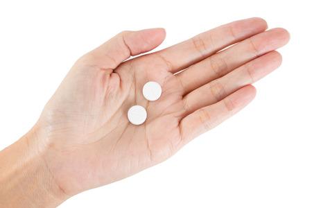 錠剤カプセルを持っている手の分離。