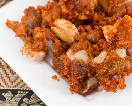 tendones: Tendones profundos fritos de cerdo con sabor delicioso. Foto de archivo