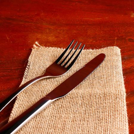 cubiertos de plata: cubiertos en texturas cilicio.