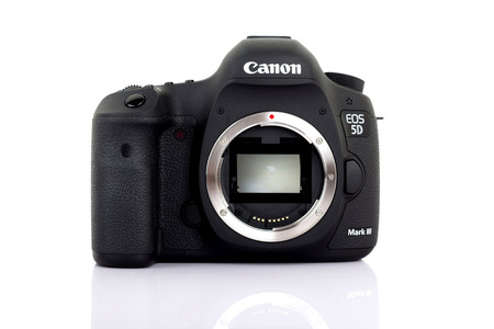 UDONTHANI, THAILAND - JANUARY 31 , 2016: DSLR Digital Camera full frame sensor of A EOS Canon 5D Mark III on white background. Editorial