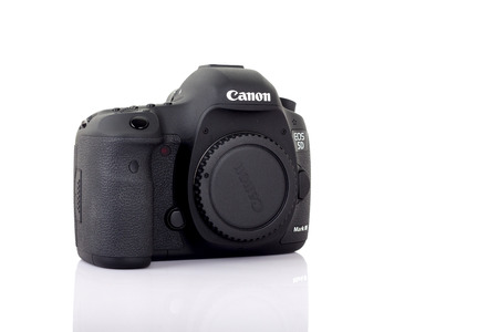 eos: UDONTHANI, THAILAND - JANUARY 31 , 2016: DSLR Digital Camera full frame sensor of A EOS Canon 5D Mark III on white background. Editorial
