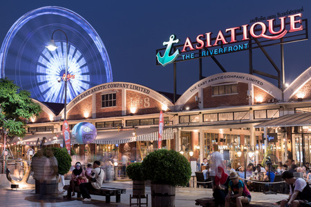 riverfront: BANGKOK - MARCH 3 : ASIATIQUE The Riverfront Factory District on March 3, 2016 in Bangkok, Thailand. Many tourist come to shoping and see river viewpoint on night