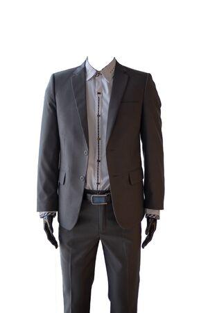 Garnitur męski clothinh na manekinie w sklepie z garniturami.