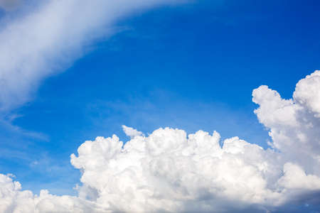 White cloud and blue sky with space Standard-Bild