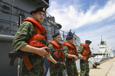 kidnap: Russia Special forces and South Korean Marine Police take part in an joint anti-terror drill near Busan sea shore in South Korea.