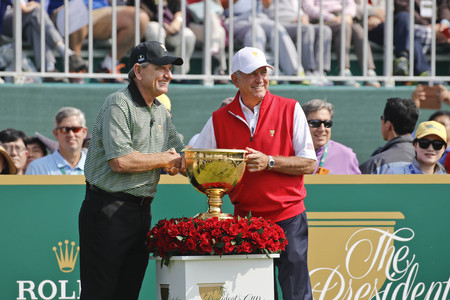 Two Captain attend openning event with take a photo at the PGA Presidents Cup round one 4some 5match openning in Jack Nicklaus GC, Incheon.