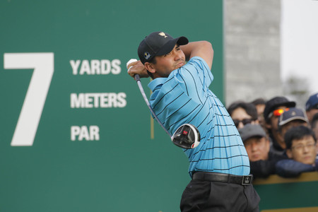 jack of clubs: International Team Player Jason Day action on the 7th tee during the PGA Presidents Cup Mix Match at Jack Nicklaus GC in Incheon, South Korea. Editorial