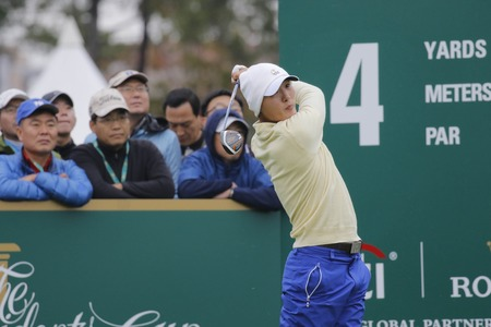 jack of clubs: International Team Player Danny Lee action on the 4th tee during the PGA Tour President Cup Single Match at Jack Nicklaus GC in Incheon, South Korea.