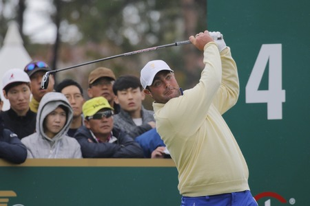 pga: International Team Player Steven Bowditch action on the 4th tee during the PGA Tour President Cup Single Match at Jack Nicklaus GC in Incheon, South Korea.