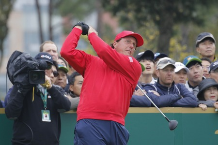 jack of clubs: United States Team Player Phil Mickelson action on the 4th tee during the PGA Tour President Cup Single Match at Jack Nicklaus GC in Incheon, South Korea.