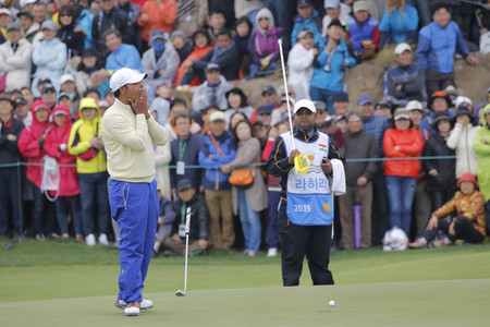 jack of clubs: International Team Player Anirban Lahiri reaction after putting failed on the 18th hall during the PGA Tour President Cup Single Match at Jack Nicklaus GC in Incheon, South Korea.