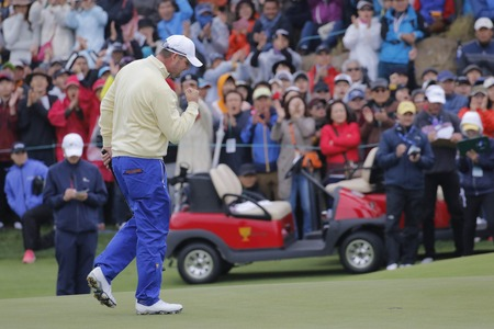 jack of clubs: International Team Player Marc Leishmani reaction after hall in on the 18th hall during the PGA Tour President Cup Single Match at Jack Nicklaus GC in Incheon, South Korea.
