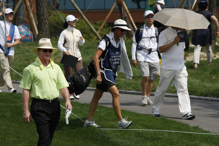 l first: Tom Kite of USA (L), moving after 10th hall tees during the PGA Tour Songdo IBD championship first round at Jack Nicklaus golf club in Incheon, west of Seoul, on Sep 16, 2011, South Korea.