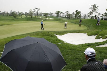 putt: Scott Hoch of USA (C), 8th hall putt during the PGA Tour Songdo IBD championship second round at Jack Nicklaus golf club in Incheon, west of Seoul, on Sep 17, 2011, South Korea.