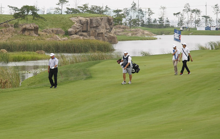 pga: Mark OMeara of USA (L) moving after 18th hall approach during the PGA Tour Songdo IBD championship second round at Jack Nicklaus golf club in Incheon, west of Seoul, on Sep 17, 2011, South Korea.