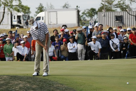 pga: John Cook of USA, 18th hall putt during the PGA Tour Songdo IBD championship final round at Jack Nicklaus golf club in Incheon on Sep 18, 2011. Editorial