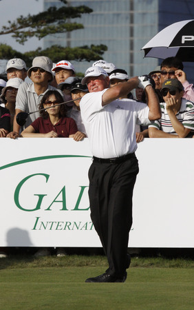 Mark OMeara of USA, 10th hall tee shot during the PGA Tour Songdo IBD championship final round overtime at Jack Nicklaus golf club in Incheon on Sep 18, 2011. Editorial