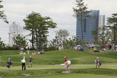 pga: First group players plays 14th hall during the PGA Tour Songdo IBD championship final round at Jack Nicklaus golf club in Incheon on Sep 18, 2011.