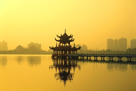 lejano oriente: Pavilion and lake in a park, Kunming, Yunnan Province, China