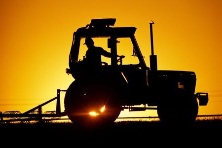 Zonsopgang moderne tractor