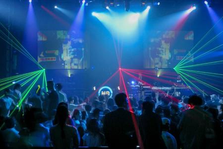 Música electrónica multitud en el salón de convenciones en Seúl. Foto de archivo - 79562818