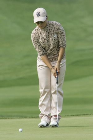 Se Ri Pak of South Korea in the 9th hole during round one of Hana Bank Kolon Championship at Sky 72 Golf Club on October 30, 2009 in Incheon, South Korea.